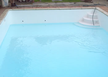 A swimming pool after fiberglass has been applied, looking fresh, clean, new and stunning